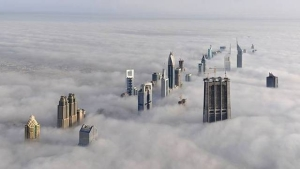 cloudsBelow_burj1