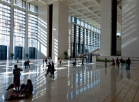 Front_foyer_of_National_Museum_of_China_from_front_of_central_exhibition_hall
