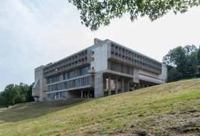 le-corbusier-fernando-schapochnik-couvent-sainte-marie-de-la-tourette-1957