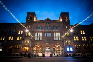 front_of_the_beurs_van_berlage_at_night